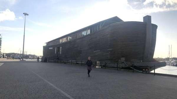 سفينة خشبية تصور سفينة نوح