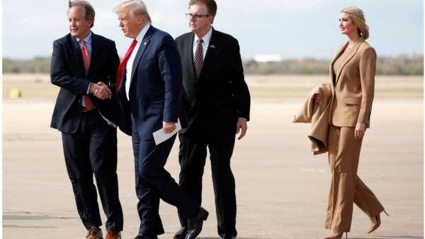ترامب وابنته إيفانكا في تكساس، يستقبلهما حاكم تكساس دان باتريك، والمدعي العام كين باكستون