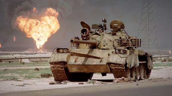 أضرم الجيش العراقي النار في حقول النفط الكويتية قبل انسحابه عام