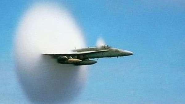 يمكن سماع الانفجار الصوتي عبر مساحة واسعة