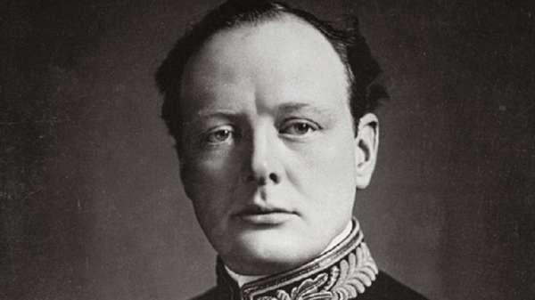 أشرف تشرتشل على انتقال البحرية البريطانية من استخدام الفحم الحجري إلى استخدام النفط عام 1914