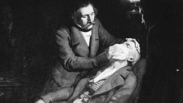 في عام 1846، استعان الجراحون بمُرّكب تم تحضيره باستخدام مزيج قوي من الكحول وحمض الكبريتيك لإفقاد المرضى الوعي قبل خلع أسنانهم